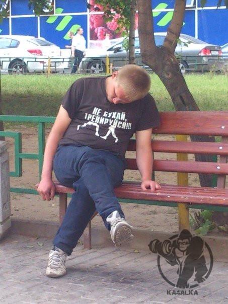 Когда устал после тренировки и присел отдохнуть на свежем воздухе