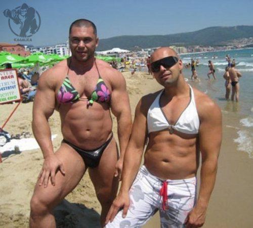 Спортивные девочки на пляже