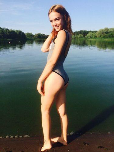 Диана Шурыгина на пляже