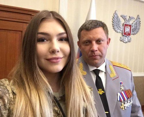 Марьяна Наумова и бывший продавец курятины Александр Захарченко с генеральскими погонами