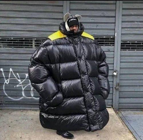 Когда мама купила куртку на вырост, а ты так и не вырос